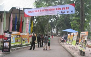 In Hanoi, Education for Nature-Vietnam joined CITES Vietnam, the US Embassy in Vietnam and other wildlife protection organizations, in a World Rhino Day ceremony. Photo courtesy of Education for Nature-Vietnam (ENV).